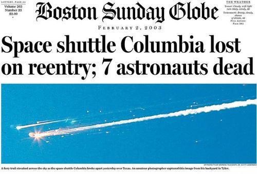 Los fragmentos del transbordador espacial Columbia en 2003. (Foto: Boston Sunday Globe)