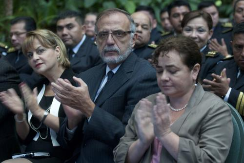 La Fiscal General Claudia Paz asistió a la presentación del informe de labores del Ministro de Gobernación, a su lado el jefe de la Cicig Iván Velasquez. Foto: Jesús Alfonso.