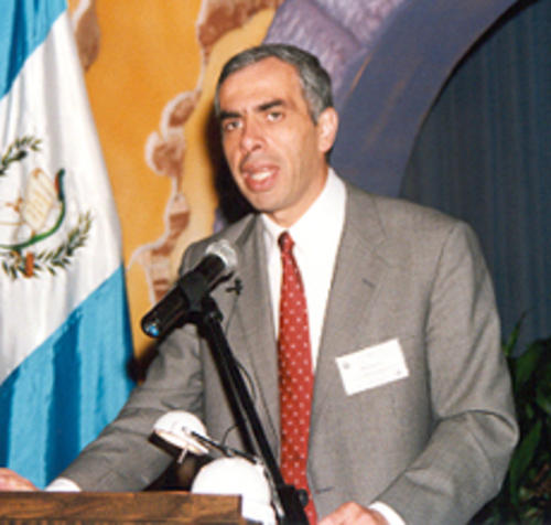 Willy Zapata, fue jefe de la SAT y luego de la SIB, cuando fungió este segundo puesto fue señalado de provocar la crisis financiera que provocó el cierre de Bancafé y Banco de Comercio. (Foto: Banguat)