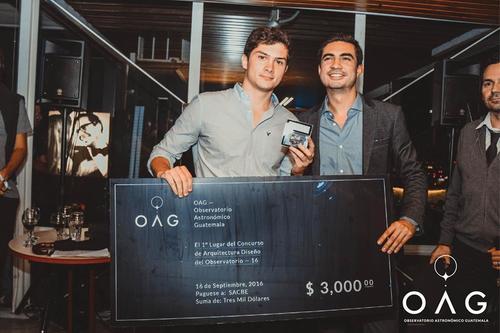 Premiación del diseño ganador, a quien se le entregó un premio de 3 mil dólares. (Foto: OAG)