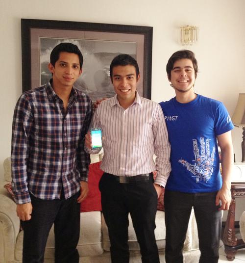 Luis Pedro Mendez, Charly Galdámez y Kevin Sanchéz son los creadores de la aplicación. (Foto: Kitsord)