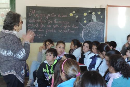 Esmeralda Mallda, en un aula. (Foto: Cortesía Edgar Castro Bathen)