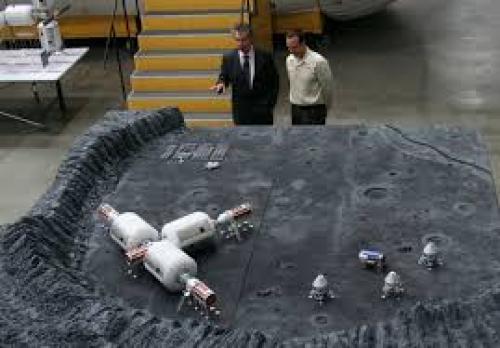 Científicos analizan las bases lunares. (Foto: Cortesía Edgar Castro Bathen)