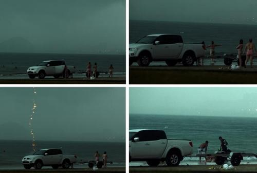 La secuencia previa al momento en el que Rosangela Biavati fue alcanzada por un rayo en la playa de Guaruja.  (Foto: A Tribuna)