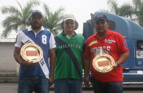 Francisco Solano y Carlos Zometa recibieron un galardón por su buena participación hace unas semanas en Costa Rica. (Foto: César Pérez)