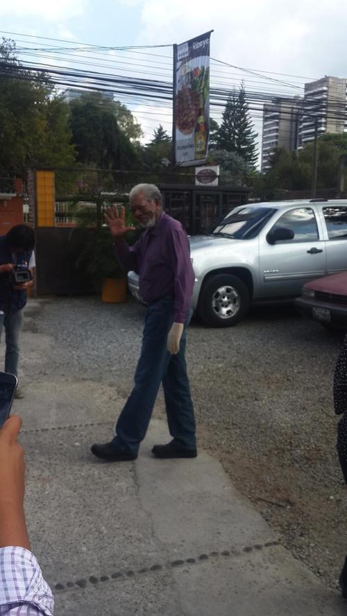 Saludó con cariño a sus admiradores. (Foto: Azteca Guatemala)