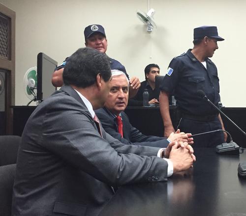 Otto Pérez Molina, captado el día que se entregó a la justicia el pasado 3 de septiembre. (Foto: Evelyn de León/Soy502)