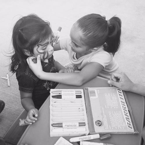 Niños volcando su solidaridad en otros niños: una lección de vida. (Foto: Nancy Chang)