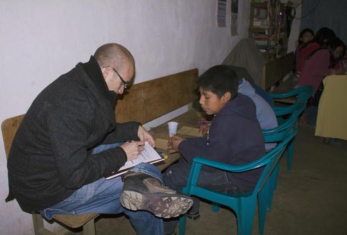 Javier Donis brinda cursos para promover el emprendimiento en las comunidades. (Foto: cortesía Javier Donis)