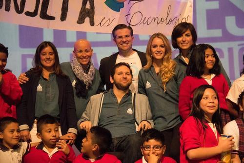 """Los nuevos """"Héroes por la educación""""  comparten con estudiantes. (Foto: Funsepa)"""