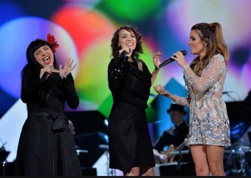 Mon Laferte, Gaby Morneo y Kany García juntas en escena rindiendo homenaje a Marc Anthony en la cena de gala Persona del Año de los Latin Grammy. (Foto: Gaby Moreno)