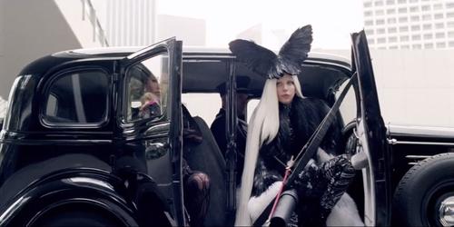 La imagen de Lady Gaga es producida por Haus of Gaga. (Foto: Youtube)