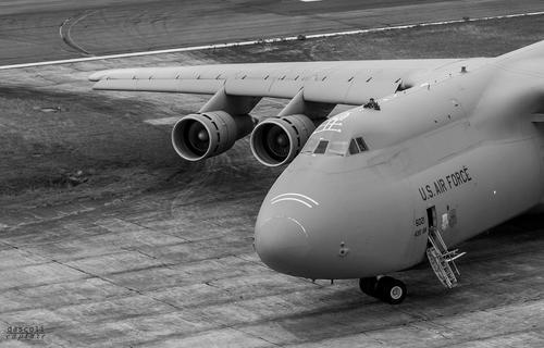 El imponente avión estadounidense camina por la pista. (Foto: Cortesía David Ascoli)