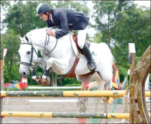 Wilder Rodríguez es uno de los mejores jinetes de salto en Guatemala. (Luis Morales)