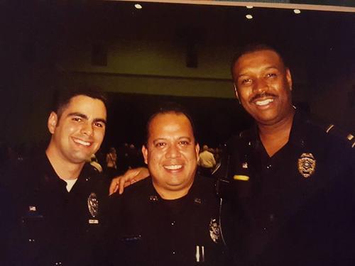 Según Castellanos, lleva 10 años al servicio de la oficina del Sheriff de St. John Baptis Parish en Louisiana.