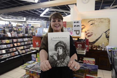 Los libros te llevan a vivir aventuras en mundos invisibles. (Foto: Selene Mejía/Soy502)