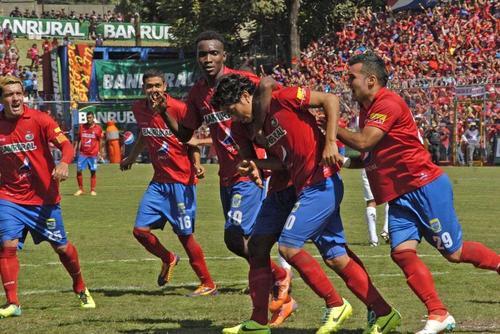Marco Ciani le marcó a su ex equipo y puso el 1-0 con el que Municipal derrotó a Comunicaciones en el clásico 276. (Foto: Nuestro Diario)