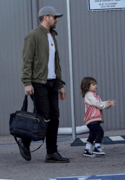 """Ryan y Eva ya no temen mostrar a su hija a los """"paparazzi"""". (Foto: Infobae)"""