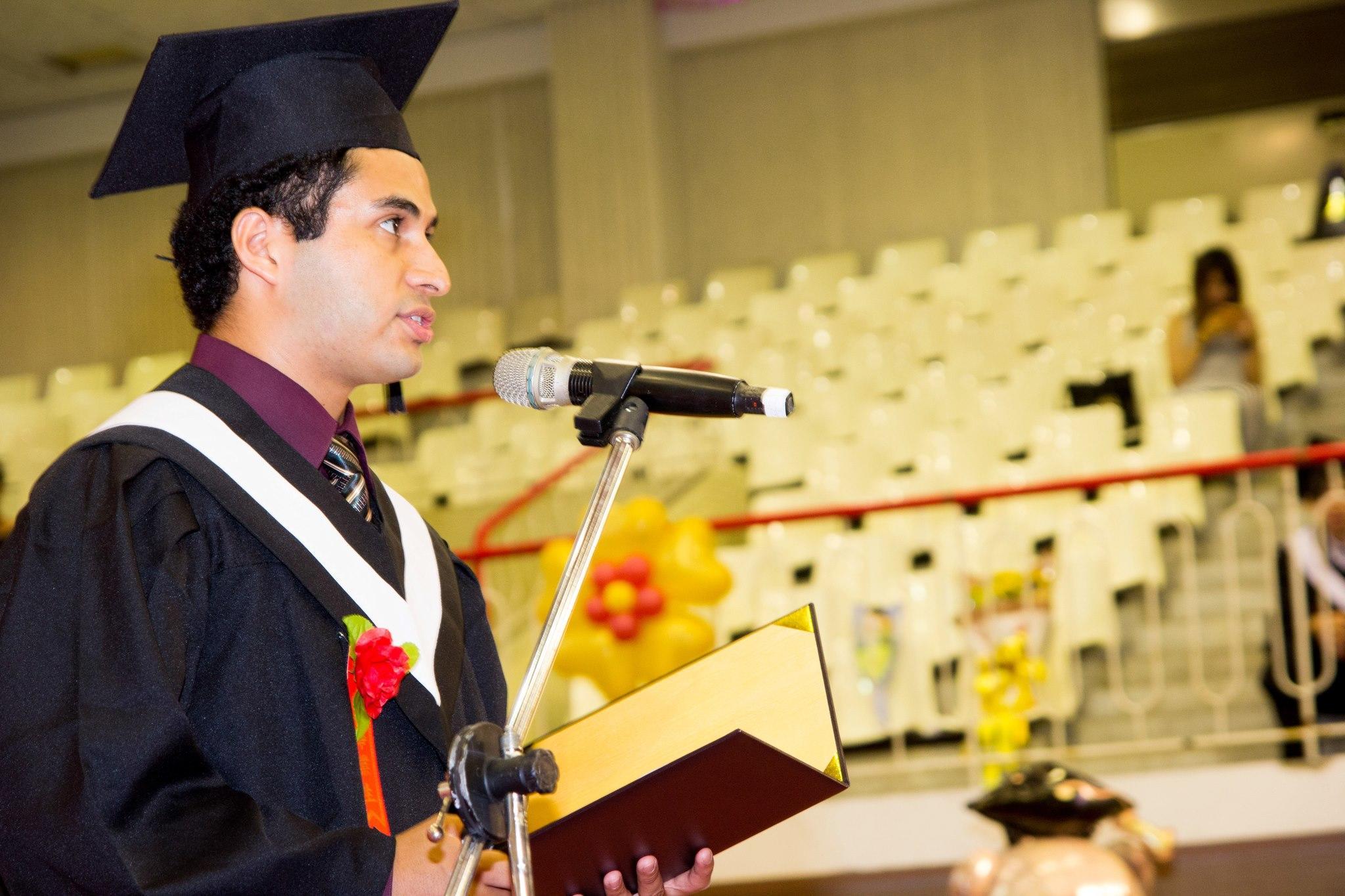 Él estudió las ingenierías de mecánica y electrónica al mismo tiempo porque la beca solo le cubría cuatro años a nivel de licenciatura (Foto: Cortesía Ángel Menéndez)