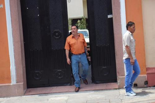 El actual candidato a la vicepresidencia por el PP salió a atender a la prensa que se encontraba en el lugar.  (Foto: Jesús Alfonso/Soy502)