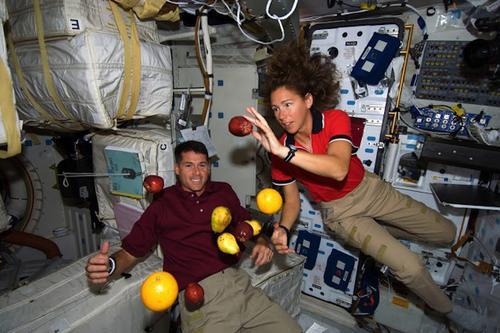 El programa relatará cómo la gravedad afecta al cuerpo y la vida diaria. (Foto: preguntasrarasmcrespo)