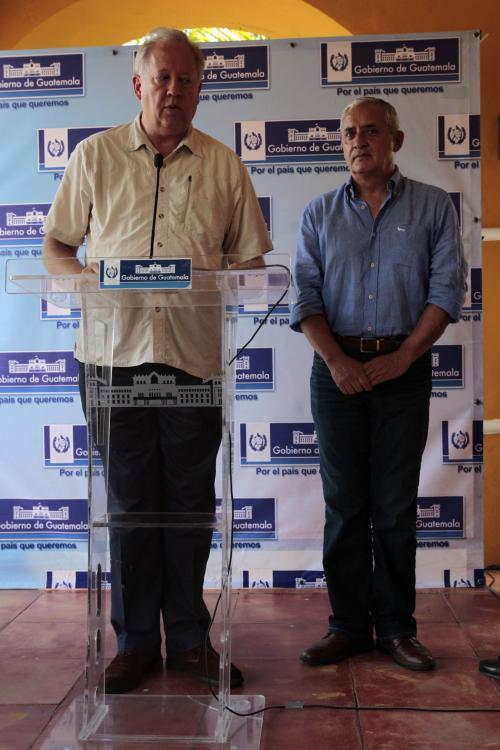 El presidente Otto Pérez Molina junto al Consejero del Departamento de Estado, Thomas Shannon en conferencia de prensa. (Foto: Esteban Biba/EFE)