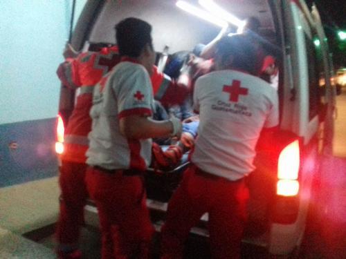 Los heridos fueron trasladados hacia el Instituto Guatemalteco de Seguridad Social de Chiquimula. (Foto: Cruz Roja Guatemalteca)
