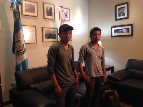 Los hermanos fueron recibidos en las instalaciones de la Universidad Panamericana donde recibirán una beca. (Foto: Fredy Hernández/Soy502)