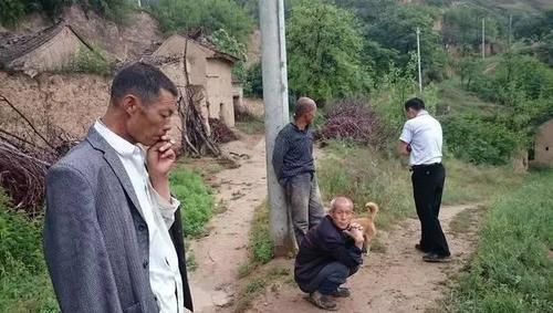 El joven confesó que muchos hombres de su región se quedan solos debido a su bajo nivel económico. (Foto: shanghaiist.com)