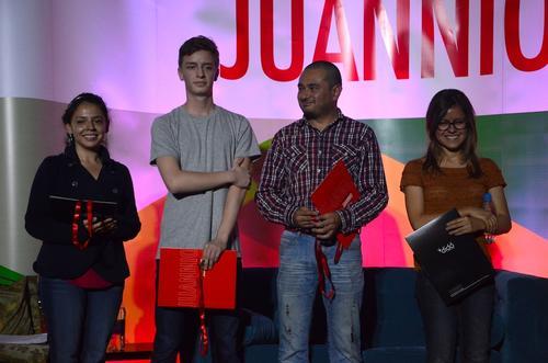 Los artistas recibieron una mención honorífica por su obra. (Foto: Selene Mejía/Soy502)