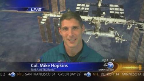 El Capitán Mike Hopkins, durante una entrevista en televisión.