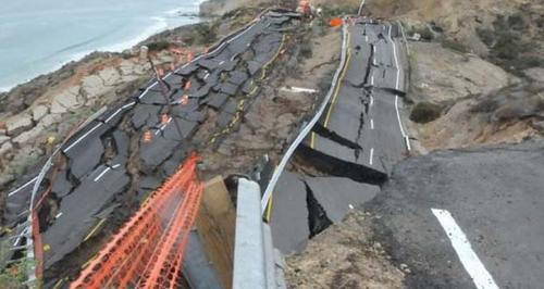 Los hundimientos de carreteras se han vuelto frecuentes en los últimos meses en territorio de California.