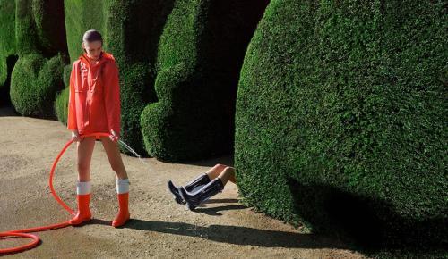 Las clásicas botas Hunter, serán trending esta temporada y tienen lugar reservado para un desfile en el London Fashion Week. (Foto: bybmagazine)