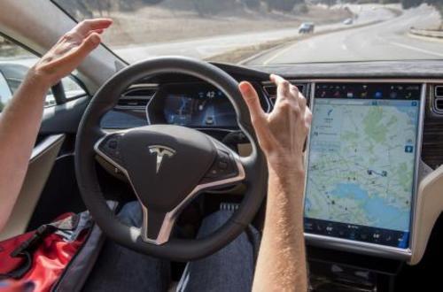 Tesla Motors Inc ofrece funciones de conducción autónoma que hace que los conductores no usen los pies ni las manos. (Foto: ideaseinventos.es)