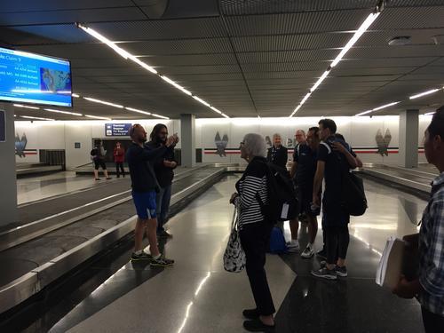Algunos jugadores aprovecharon para tomarse una foto a la llegada en Chicago. (Foto: Aldo Martínez/Enviado especial de Nuestro Diario)