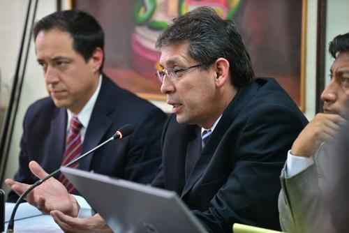 El ex jefe de consulta externa del IGSS y jefe de la unidad de Nefrología, Walter Linares, capturado la semana pasada, declara sobre la sindicación que hace el MP. (Foto: Wilder López/Soy502)