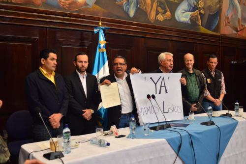 Los diputados del partido CREO, pidieron que el dictamen sea conocido este domingo 30 de agosto. (Foto: Jesús Alfonso/Soy502)