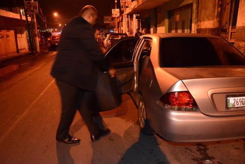 El equipo legal de Roxana Baldetti parte en carro para seguir la caravana del Sistema Penitenciario. (Foto: Juan Carlos Raxón/Nuestro Diario)