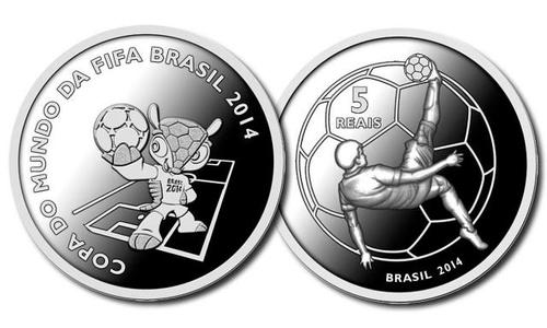 En plata se acuñaron dos monedas, esta es una de ellas que vale alrededor de 16 quetzales.