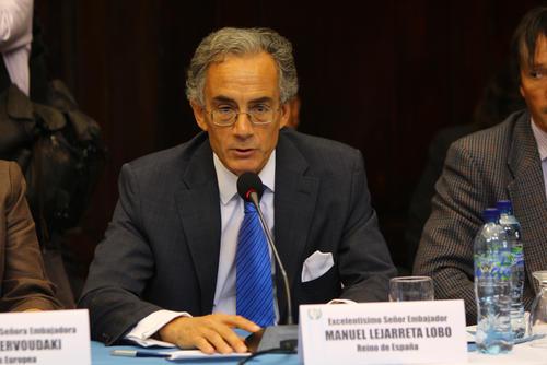 El embajador de España acreditado en Guatemala, Manuel Lejarreta, indicó que a los diputados les quedó grande el traje político para asumir la crisis actual. (Foto: Alexis Batres/Soy502)