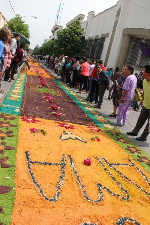 Una hermosa imagen de la alfombra que representa un nuevo récord de distancia. (Foto: Antonio Ordóñez/Soy502)