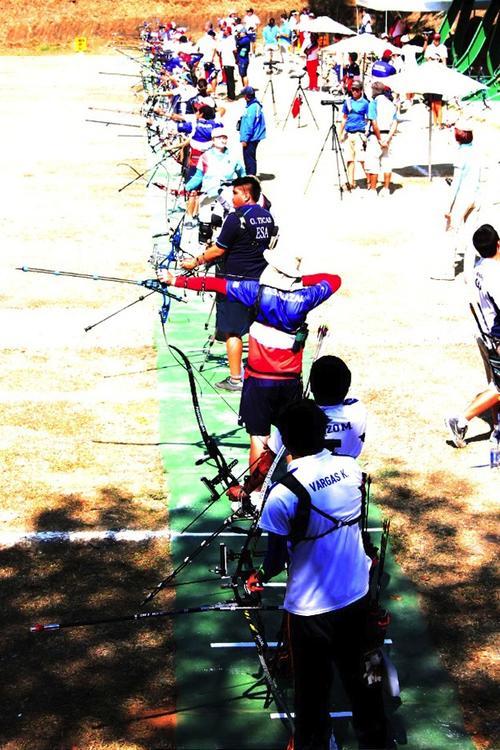 Los tiradores en pleno entrenamiento, previo a comenzar el ranking Mundial de Tiro con Arco que se disputará en Guatemala. (Fredy Godoy/CDAG)