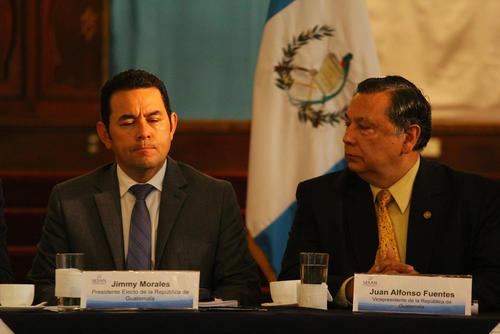 Jimmy Morales escuchó la discusión en el plan para reducir los niveles de desnutrición. (Foto: Alexis Batres/Soy502)