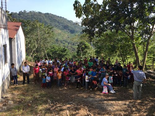 La comunidad El Tabacal, está ubicada en Escuintla. Todos los años, la familia Fernández comparte con ellos la celebración de Navidad. (Foto: Luis Barrios/Soy502)