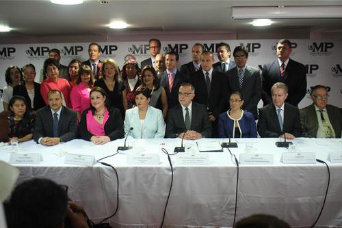 Representantes de varias organizaciones sociales mostraron su apoyo al combate contra la corrupción a la fiscal general Thelma Aldana y al comisionado de Cicig Iván Velásquez. (Foto: Alejandro Balán/Soy502)