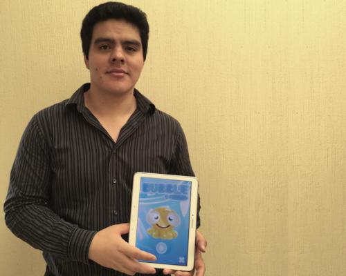 """Oliver Sitán es el creador del videojuego """"Bubble""""."""
