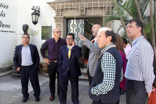 Los nuevos miembros de Comité Ejecutivo del COG conociendo las instalaciones. (Luis Barrios/Soy502)