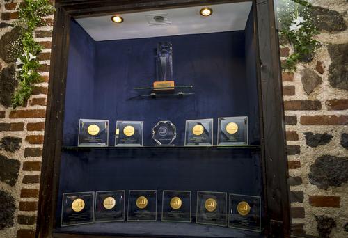 """Son 25 medallas de """"Monde Selection"""" que Gallo ha recibido, haciendo honor al lema: """"La mejor cerveza"""". (Foto: George Rojas/Soy502)"""