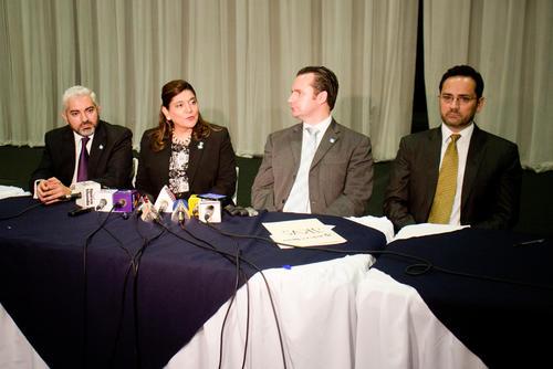 La actividad fue presidida por los magistrados suplentes Ana Ely López y Estuardo Gamalero, así como los integrantes de la Junta Electoral del Distrito Central Salvador Biguria y Jorge Eskenasy. (Foto Alejandro Balán/Soy502)