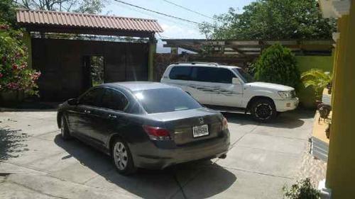 Al menos 13 autos de diversas marcas y modelos fueron decomisados, se investiga si tiene reporte de robo. Foto:PNC